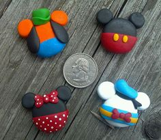 OOAK - MICKEY EARS - Polymer Clay Bow Centers - I made the Minnie and Mickey mouse ones and they are so easy! Also they are adorable. I made them for my friend that is going to Disney and she loved t Fimo Disney, Polymer Clay Disney, Polymer Clay Kunst, Cute Polymer Clay, Cute Clay, Fimo Clay, Polymer Clay Projects, Polymer Clay Charms, Polymer Clay Creations