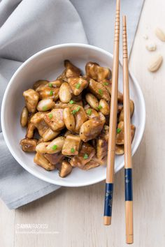 Chicken with almonds (chinese almond chicken): the Chinese recipe to make at home. I will have ordered Take Away at least a hundred times, until I thought of preparing almond chicken at home. Quick an Asian Chicken Recipes, Asian Recipes, Healthy Recipes, Chicken Salad Recipe With Almonds, Almond Chicken, Oriental, Exotic Food, International Recipes, Chinese Food