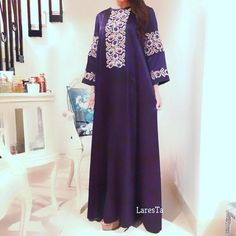 Purple satin dress with traditional cross-stitch embroidery Satin Violet, Purple Satin, Abaya Mode, African Fashion Dresses, Fashion Outfits, Arabic Dress, Muslim Wedding Dresses, Moroccan Dress, Pregnancy