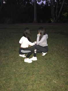 Image de girl, adidas, and nike Best Friend Pictures, Bff Pictures, Friend Photos, Tumblr Photography, Photography Poses, Korean Photography, Party Photography, Best Friend Fotos, Friend Tumblr