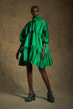 Dice Kayek Resort 2020 Fashion Show Collection: See the complete Dice Kayek Resort 2020 collection. Look 13 Foto Fashion, Fashion 2020, Runway Fashion, Fashion Outfits, Womens Fashion, Fashion Trends, High Fashion, Fashion Beauty, Vogue Vintage