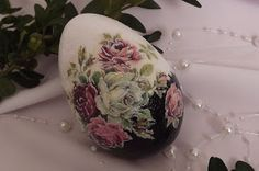 Egg Crafts, Easter Crafts, Diy And Crafts, Christmas Crafts, Egg Shell Art, Carved Eggs, Decoupage Art, Egg Designs, Easter Art