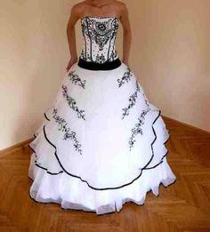 Hungary esküvői ruha. Ami magyar az csak szép lehet. ad844ac95c