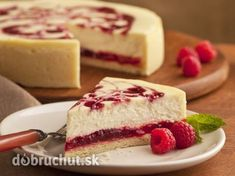 National Cheesecake Day 4 Cheesecake Recipes Under 200 Calories To Satisfy Every Sweet Tooth Cheesecake Cupcakes, Raspberry Cheesecake, Cheesecake Recipes, Food Cakes, Cupcake Cakes, Desserts Menu, Delicious Desserts, National Cheesecake Day, Ice Cream Candy