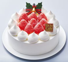 Every December, Japan Is Awash in Elegant Christmas Cakes - Gastro Obscura Frozen Christmas, Christmas Desserts, Christmas Cakes, Japanese Christmas Cake, Layer Cheesecake, Vanilla Mousse, Forest Cake, Elegant Christmas, Christmas Design