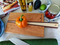 Entertaining? This multi-purpose beautifully handmade cutting & serving board is a must have! Cnc Projects, Woodworking Projects, Wood Cutting Boards, Bamboo Cutting Board, Countertop Materials, Serving Board, Green Building, Sustainable Design, Clean Design