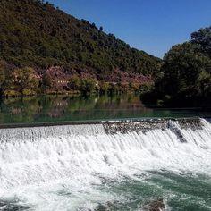 Para una tarde calurosa en #zaragoza qué mejor que este salto de agua en el río Gállego (Huesca). #diariodeuninstagramer
