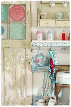 i love vintage... old crochet door and old enamel .... in my kitchen..