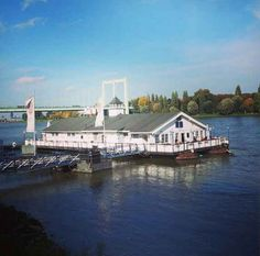 Wenn Du mal AUF dem Rhein zu Abend essen willst, gehe ins Bootshaus Albatros und genieße einen fantastischen Blick über den Rhein.