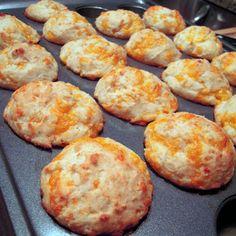Jim N Nicks Cheese Biscuits @keyingredient #cheese #cheddar #muffins