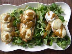 Ensalada templada con tostas de queso de cabra