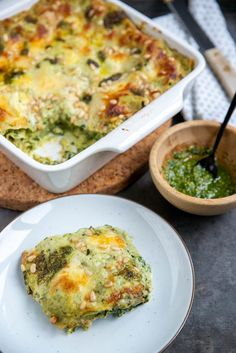 Green lasagna with pesto sauce, broccoli and spinach - Brenda Cooks! - Green lasagna with pesto sauce, broccoli and spinach – Brenda Cooks! Veggie Recipes, Vegetarian Recipes, Cooking Recipes, Healthy Recipes, Vegetarian Comfort Food, Dinner Recipes, Healthy Diners, Healthy Snacks, I Love Food