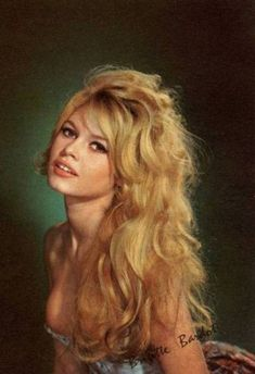 Devoted to Brigitte Bardot -- one of the most beautiful women ever, an everlasting icon style and. Bridgitte Bardot, Hollywood Glamour, Hollywood Stars, Classic Hollywood, Old Hollywood, Hollywood Fashion, Monica Bellucci, Estilo Megan Fox, Actrices Hollywood