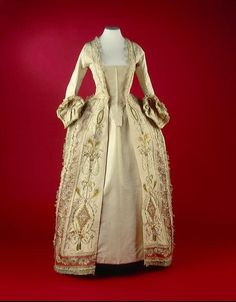 1770-1790 Robe paree at the Amsterdam Museum, Amsterdam - Found via Ladies Historic Fashions!