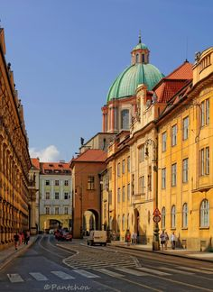Krizovnicka ( street ) wif de Saint Francis of Assisi Church in de background in Nove Mesto, Prague_ Czech Republic