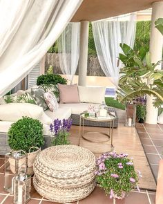 This patio furniture redo is a very inspirational and fantastic idea Outdoor Seating, Outdoor Rooms, Backyard Patio Designs, Patio Furniture Sets, Furniture Redo, Living Spaces, Interior Design, Interiors, Deck
