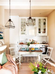 Probably you know the style shabby chic but you looking for different ideas for your compact kitchen now you are at the right place for shabby chic style kitchen ideas. Shabby Chic Kitchen, Shabby Chic Style, Country Kitchen, Kitchen Decor, Small Apartments, Small Spaces, Compact Kitchen, Kitchen Models, Cuisines Design