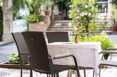 Hotel in Villach Outdoor Chairs, Outdoor Furniture Sets, Outdoor Decor, Das Hotel, Restaurant, Home Decor, Villach, Sun Rays, Lounge Furniture