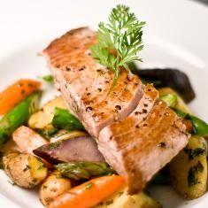Lemon tuna steaks on roasted veggies Recipe - Recetas Para Cocinar Postres Tuna Steak Recipes, Fish Recipes, Veggie Recipes, Seafood Recipes, Healthy Recipes, Healthy Eats, Healthy Foods, Patti Labelle Recipes, Roasted Veggies Recipe
