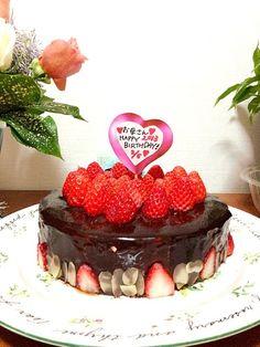 はじめまして(*^^*) フォローありがとうございます♪ 遅くなってごめんなさい□□  素敵なバースデーケーキですね! お母様お誕生日おめでとうございます(^∨^)  これから宜しくお願いします (ゝ。∂)ゞ - 64件のもぐもぐ - Happy Birthday cake by chiko