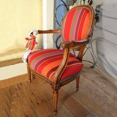 Fauteuil médaillon tapissier addictif charms ours bayadère