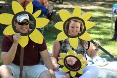 Sunflower Face frames-so easy! They were a hit! Everyone at the party took a pic… Sunflower Face frames-so easy! They were a hit! Everyone at the party took a picture with them-foamboard cutouts with. Sunflower Birthday Parties, Sunshine Birthday Parties, Sunflower Party, Sunflower Baby Showers, First Birthday Parties, Birthday Party Themes, Baby Girl First Birthday, Birthday Diy, Picture Frames For Parties