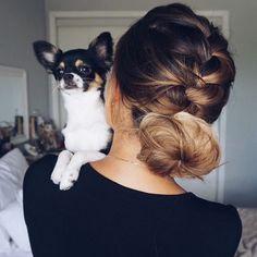 La coiffure inspirante du jour : la tresse française terminée en chignon  #lookdujour #ldj #braid #bun #braidedbun #braidideas #dog #cure #hair #hairinspo #pretty #inspiration #regram  @ashleyymari3