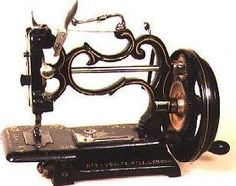 Sewing Machines Grover and Baker. love OLD sewing machines - A fun roundup of easy sewing projects and patterns for beginners. Lots of easy projects to try from clothing, to home decor, bags, stuff for kids and more. Sewing Machines Best, Treadle Sewing Machines, Antique Sewing Machines, Easy Sewing Projects, Sewing Hacks, Sewing Machine Accessories, Sewing Circles, Vintage Sewing Notions, Old Tools