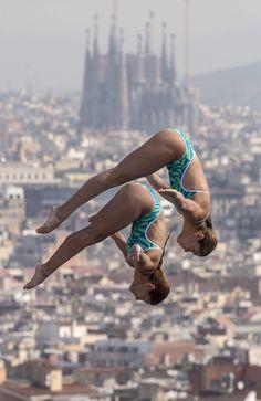 Las mexicanas Paola Espinosa y Alejandra Orozco compiten en la categoría de plataforma de 10 metros sincronizados de los Mundiales de Barcelona celebrados en la Piscina Municipal de Montjuic en Barcelona. EFE/Patrick B. Kraemer