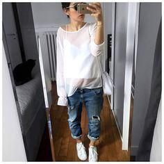 Tenue du jour, définitivement l'association la plus simple et surtout ma préférée! • Sunglasses #pantosparis (on @pantosparis) • Plumetis Top #sweetiestheshop (on @aude_sweeties) • Jean #fivejeans (on @five_jeans) • Sneakers #stansmith (on @adidasfr) • Bag #mansurgavriel ...