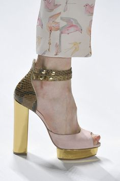 mulberry-cookies:  Jill Stuart S/S 2012   Haute Couture blog :)