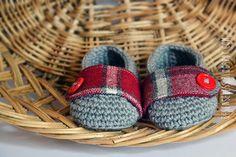 Teddy bear amigurumi, crochet booties and handmade package - Orsetto Teddy amigurumi, scarpette a uncinetto e scatola fatta a mano - besense...