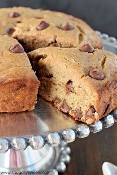 Start your day off right with this Lightened Up Banana Chocolate Chip Breakfast Cake. It's a delicious, HEALTHY choice without all the refined sugars! Banana Scones, Banana Chocolate Chip Muffins, Banana Breakfast, Breakfast Cake, Chocolate Chips, Breakfast Ideas, Breakfast Recipes, Recipe Using Ripe Bananas, Ripe Banana Recipe