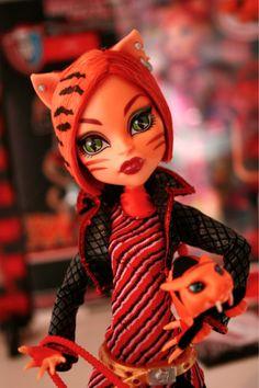 Toralei - the New Monster High Doll - Monster High Dolls . New Monster High Dolls, Monster High Characters, Love Monster, Monster High Birthday, Cool Monsters, Photo Portrait, Poppy Parker, Barbie World, Cute Dolls