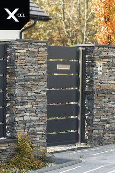 Modern aluminum fence with stainless steel handrail and minimalist letterbox slot // Nowoczesna aluminiowa furtka z pochwytem ze stali nierdzewnej i minimalisityczną szczeliną skrzynki na listy Iron Main Gate Design, Grill Gate Design, House Fence Design, Fence Gate Design, Front Gate Design, Gate Designs Modern, Modern Fence Design, Modern Exterior House Designs, Modern Bedroom Design