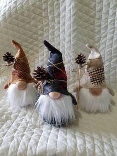 Christmas Gnome, Diy Christmas Gifts, Christmas Projects, Christmas Decorations, Christmas Ornaments, Scandinavian Christmas, Christmas Wrapping, Christmas Christmas, Diy And Crafts