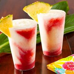 Relax with simple recipes for Hawaiian cocktails and drink fusions. These luau party cocktails and drink recipes are a yummy taste of the tropics! Luau Drinks, Hawaiian Cocktails, Cocktails For Parties, Cocktail Drinks, Yummy Drinks, Cocktail Recipes, Cocktail Ideas, Beverages, Drink Recipes