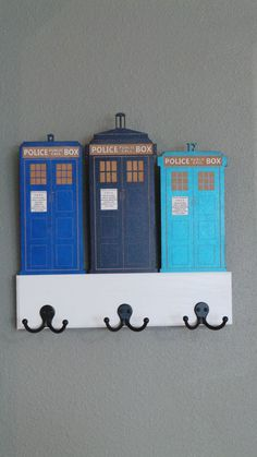 Hey, I found this really awesome Etsy listing at https://www.etsy.com/listing/159637381/dr-who-police-box-key-and-leash-holder