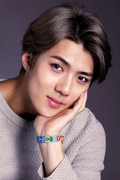 oh this is such a pretty photo of sehunnie! aw sweetie u look adowable❤️