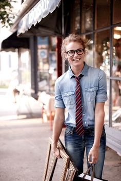 I love the tie and rolled up sleeves. Comfy, casual, and a little bit gender-bendery. I love it.