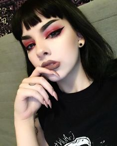 30 festival and party makeup ideas that will change your look from OK to All Night . - 30 Festival and Party Make-up Ideas to Change Your Look from OK to All Night Grunge Makeup to Festi - Edgy Makeup, Makeup Art, Beauty Makeup, Grunge Eye Makeup, Dramatic Makeup, Cute Emo Makeup, Black Lipstick Makeup, Witchy Makeup, Rock Makeup