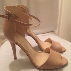 🌟🌟New Beige Nine West heels⭐️⭐️ Brand new never worn beige Nine West shoes. Simply gorgeous. Thin ankle strap. Back of shoe covers the ankle for support. I mean all I can say is 👏🏽👏🏽👏🏽 wear with dresses and jeans fall in ❤️ tan leather! Price firm Nine West Shoes Heels