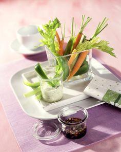 Gemüse-Sticks mit zweierlei Saucen | Kalorien: 212 Kcal - Zeit: 30 Min. | http://eatsmarter.de/rezepte/gemuese-sticks-mit-zweierlei-saucen