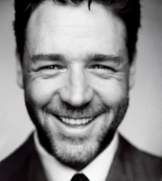 Russell Crowe _ love his smile