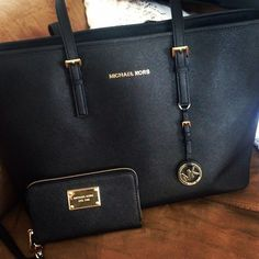 MKs handbag, perfect with any outfit and always . MUST HAVE!!!!!!!!!! 50.99 !!!