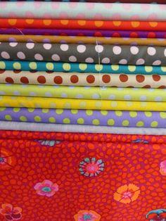 Quiltstoffen - De Naaidoos Fabrics, Wallet, Tejidos, Cloths, Purses, Diy Wallet, Purse, Fabric, Textiles