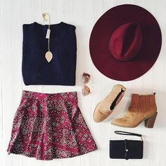 秋には秋ぴったりの色が、 ボルドー、キャメル、カーキー、/オータムカラーファッション