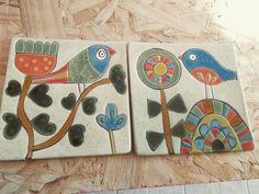 Tocetos 15 por 15 Ceramic Clay, Ceramic Painting, Painting On Wood, Painting Tiles, Bird Applique, Tile Projects, Hand Painted Rocks, Tile Art, Tribal Art
