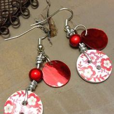 Boucles pour oreilles percées en métal argenté sans nickel, boutons fleurs et nacres rouges - bijoux tessness