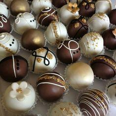 Chocolate pops Chocolate Work, Delicious Chocolate, Chocolate Covered, Chocolate Recipes, Donut Cupcakes, Cake Truffles, Chocolates, Bolo Youtube, Cake Bites